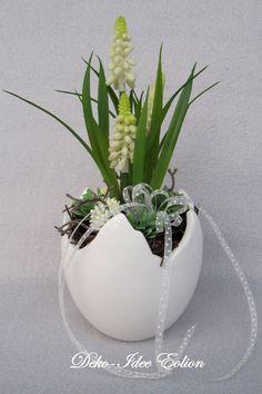 """Frühlingsgesteck Zacken-Ei """"bepflanztes Ei"""" von Deko-Idee Eolion auf DaWanda.com"""