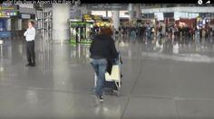Video Lucu - Aksi Menaiki Troli di Airport Bikin Ngakak