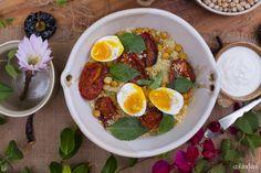 Ensalada de cuscus con tomates asados, garbanzos y huevos colandcol