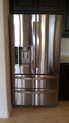 Use PLEDGE to clean Stainless Steel.... I prefer the dust and allergen one