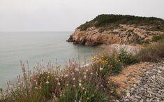 Entre Sitges i Vilanova i la Geltrú trobem un agradable caminet de ronda que ressegueix la costa. La ruta recorre un territori rocós amb vegetació mediterrània i un seguit de calestranquil·les. Els senyals que cal seguir corresponen al GR-92, que aquí pren el nom de 'Ruta de les Cales'.