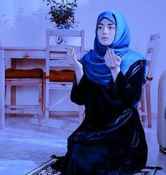 Beautiful Girl Photo, Cute Girl Photo, Beautiful Hijab, Girl Photo Poses, Girl Photography Poses, Girl Photos, Crazy Girls, Cute Girls, Muslim Beauty