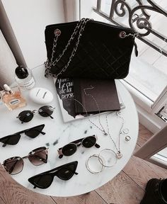 Sunnies and designer bags, do we know a more perfect combo? 💛✨ took our preloved Chanel shoulder bag to Paris. What do you think of this cute bag? Disney Instagram, Instagram Girls, Sunnies, Sunglasses Case, Women Accessories, Fashion Accessories, Grunge, Hip Hop, Outfit Invierno