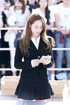 Krystal - F(x) Girl Fashion, Fashion Outfits, Womens Fashion, Net Fashion, Krystal Jung Fashion, Asian Girl, Korean Girl, Krystal Fx, Korean Celebrities