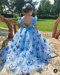 This a beautiful butterfly dress. It's a wonderful version of the Cinderella ball gown. Gowns For Girls, Dresses Kids Girl, Kids Outfits, Fashion Kids, Flower Girls, Flower Girl Dresses, Dresses Dresses, Fall Dresses, Long Dresses