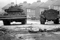 These Pictures Show What Life Looked Like During The Troubles Northern Ireland Troubles, Thunder Strike, British Armed Forces, Londonderry, Army Vehicles, Ares, British Army, Sounds Like, What Is Life About