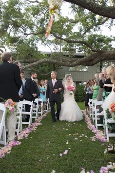 A+Southern+Elegant+Coral+and+Pink+Wedding+via+TheELD.com
