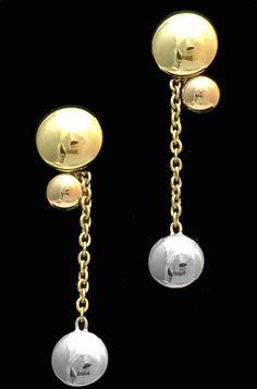 Une paire de boucles d'oreilles signée de la Maison Cartier collection Sweet…
