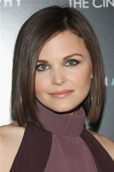 Simple lines with as little volume at the sides as possible, like this simple mid-length bob, are the best choice for round faces. Ginnifer Goodwin gets it right.