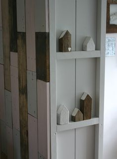 Got to look around the house to put a couple shelves to display my houses. Rachel House, Wood Scraps, Bird Houses, Wooden Houses, Miniature Houses, Wooden Crafts, Little Houses, House Painting, Barn Wood