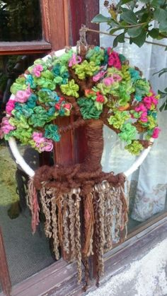 Resultado de imagen para como armar un telar con un marco de madera Fall Crafts, Diy And Crafts, Tree Of Life, Needle Felting, Wind Chimes, Fiber Art, Dream Catcher, Macrame, Art Projects