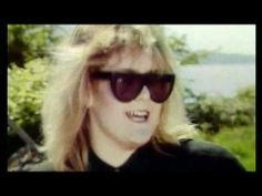 ▶ Alison Moyet - Weak In The Presence Of Beauty (Show) (1987) - YouTube