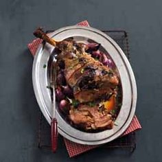 Roast has been a main feature of the Pope's dinner since the Century. Continue tradition with this easy-to-carve lamb shoulder Easter Recipes, Holiday Recipes, Dinner Recipes, Tart Recipes, Low Carb Recipes, Tomato Tart Recipe, Lamb Shoulder, Easter Dinner, Yummy Food