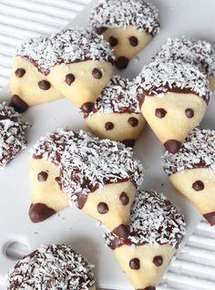 igelkottkakor15 Baking Recipes, Cookie Recipes, Dessert Drinks, Desserts, Biscuits, Fruit And Vegetable Carving, Yummy Food, Tasty, Baking With Kids