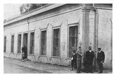 En 1864, se crea el Liceo de Copiapó, nombrándose rector a don José Antonio Carvajal. Años más tarde se construiría un edificio para albergar al Liceo y al Colegio de Minería, que contaba con biblioteca, un pequeño observatorio astronómico, salas espaciosas, laboratorio y colección de minerales. Street View, Lab, Buildings, Historia