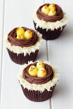 For Easter desserts 2019 these funny and cute Easter desserts recipes are the best. Choose from from Peep desserts to egg nest desserts to Easter cupcakes. Cute Easter Desserts Recipes that are too endearing to be eaten - Cute Easter Desserts Cute Easter Desserts, Easter Treats, Easter Recipes, Spring Recipes, Easter Food, Easter Baking Ideas, Easter Gift, Holiday Desserts, Happy Easter