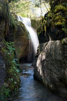 Teufelsschlucht: Family hike through Devil's Gorge in Aargau - caves, secret waterfall etc Beautiful Rocks, Beautiful Places, Eifel Germany, Bus Times, Mini Waterfall, Trail Signs, Wanderland, Trail Maps, Vacation