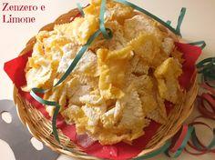 Lattughe, cenci, frappe, chiacchiere ..... tanti modi diversi di definire questi favolosi dolcetti di Carnevale, fritti e cosparsi di zucchero a velo
