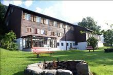 Gruppenhaus Wildy, Wildhaus, Schweiz Mansions, House Styles, Outdoor Decor, Home Decor, Centre, Switzerland, Decoration Home, Manor Houses, Room Decor