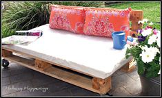 40 Diy Ideas Outdoor Furniture Made From Pallets 49 10 Diy Outdoor Furniture Made Of Pallet 9 Pallet Garden Furniture, Outside Furniture, Diy Outdoor Furniture, Furniture Decor, Furniture Styles, Lawn Furniture, Wicker Furniture, Cheap Furniture, Furniture Projects