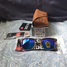 Ray ban rb3016 clubmaster sunglasses selling a brand new pair of ray ban sunglasses. The glasses comes with everything shown on the first picture. I have both black and brown cases so let me when what you prefer otherwise I'll send a random one. The glasses are 100% authentic please comment if you have any questions! Size 51mm Ray-Ban Accessories Sunglasses