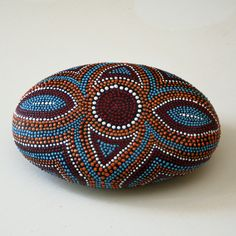 Victorian Brooch Design Hand Painted Dot Rock por JandEDesigns, $45,00