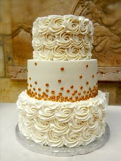 gold and white wedding Cake, change the golf specks to something else, but I LOVE the iced roses