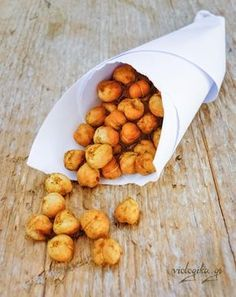 Τέλος στα παχυντικά πατατάκια. Φτιάξτε εύκολα πικάντικα ψητά ρεβίθια και απολαύστε τα χωρίς τύψεις. Greek Recipes, Dog Food Recipes, Vegan Recipes, Cooking Recipes, Healthy Snaks, Greek Cooking, Think Food, Yummy Food, Tasty