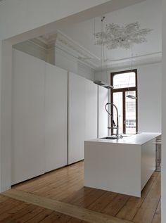 Classical interior decoration and modern minimal furniture. Nice.