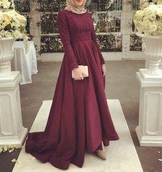 Evening dresses hijab ür @ zarafetmoda Source by Hijab Prom Dress, Hijab Evening Dress, Hijab Wedding Dresses, Muslim Dress, Modest Dresses, Bridal Dresses, Dress Outfits, Evening Dresses, Bridesmaid Dresses