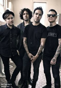 Pete and Andy r over there looking edgy as fuck, then we have a confused Joe in the back, and an adorable Patrick