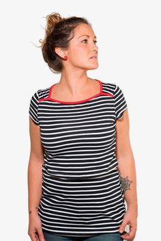 Camiseta de lactancia y premamá Red Stripes. #Camiseta de #lactancia y #premamá de corte entallado. En tejido de rayas tejidas y cuello rojo en contraste. Un #básico con toque de color.  Abertura para la lactancia materna tipo imperio. www.tetatet.es Envíos internacionales #nursing #comfortable #shirt #summer #cool #casual #breastfeed excellent #quality Find out at: www.tetatet.es International deliveries