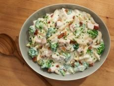 Get Cheesy Chicken Pasta with Broccoli and Bacon Recipe from Food Network Holen Sie sich Cheesy Chicken Pasta mit Brokkoli und Speck Rezept von Food Network Bacon Recipes, Turkey Recipes, Seafood Recipes, Pasta Recipes, Chicken Recipes, Yummy Recipes, Delicious Food, Chicken Ideas, Turkey Dishes
