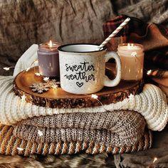 Enjoying a warm and cozy fall day Autumn Aesthetic, Christmas Aesthetic, Cozy Aesthetic, Aesthetic Coffee, Autumn Cozy, Fall Winter, Autumn Coffee, Cozy Winter, Autumn Tea