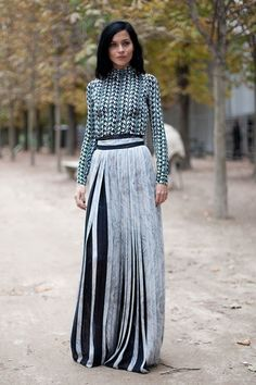 Great print on the top and the skirt is just amazing with the contrasting dark colour hidden in the pleats!