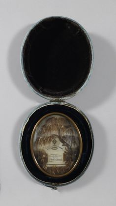Mourning Picture (England), ca. 1810 - Nor really Victorian, but beautiful Mourning Dress, Lovers Eyes, Victorian Hairstyles, Mourning Jewelry, Memorial Jewelry, Hair Jewelry, Jewellery, Design Museum, Art