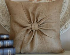 Etsy の Burlap bow pillow cover by secdus