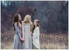 Unique stylized sister portrait session by Merritt Lee Photography in Sewickley, PA. | Open Field | Organic | Siblings | Boho | Teen Fashion | Family Posing Ideas | https://merrittlee.com/ |