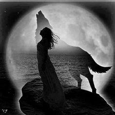 Ela é a força da vida-morte-vida; é a incubadora. É a intuição, a vidência, é a que escuta com atenção e tem o coração leal. Ela estimula os humanos a continuarem a ser multilíngües: fluentes no linguajar dos sonhos, da paixão, da poesia. Ela sussurra em sonhos noturnos; ela deixa em seu rastro no terreno da alma da mulher um pêlo grosseiro e pegadas lamacentas. Esses sinais enchem as mulheres de vontade de encontrá-la, libertá-la e amá-la.