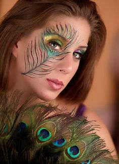 Face Painting Tutorials, Face Painting Designs, Halloween Makeup Anleitung, Pfau Make-up, Peacock Face Painting, Maquillage Normal, Masquerade Mask Makeup, Peacock Halloween, Halloween Ideas