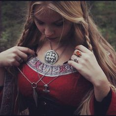 Viking Girl | via Tumblr auf We Heart It. http://weheartit.com/entry/64192009/via/Lysianna