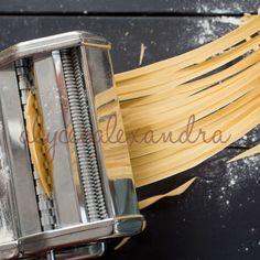 Black Pasta, Pasta Machine, Pasta Recipes, Dinner Recipes, Fresh Pasta, Homemade Pasta, Pizza Dough, Naan, How To Cook Pasta