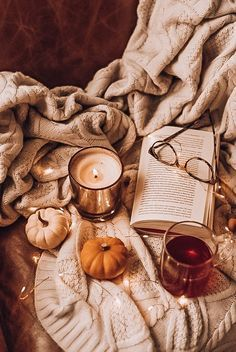 Bed Aesthetic, Pink Aesthetic, Aesthetic Anime, Autumn Cozy, Fall Winter, Autumn Feeling, Cosy Winter, Autumn Coffee, Blues