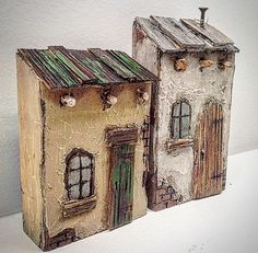Little wood Adobe houses Wooden diy - Wooden crafts - Wooden toys - Wooden accessories - Source Wood Clay Houses, Ceramic Houses, Miniature Houses, Art Houses, Wood Houses, Driftwood Crafts, Wooden Crafts, Wooden Diy, Woodworking Workshop