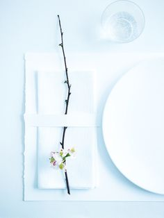 #SGWeddingGuide: Japanese Inspired White Minimalistic Theme Wedding Table Display. So Sleek!