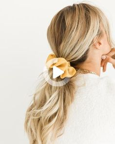 Scrunchies are back and yes, you can rock them IRL. Here are 12 cool ways to wear the hair accessory that won't make you look outdated. Headband Hairstyles, Pretty Hairstyles, Cute Hairstyles, Scrunchy Hairstyles, Teenage Hairstyles, Wedding Hairstyles, Beach Hairstyles, Men's Hairstyle, Popular Hairstyles
