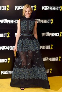"""Looooveeee Elizabeth Banks's outfit at the VIP screening of """"Pitch Perfect 2."""""""