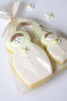 Vanilla bean babushka doll cookies, packaged together as a sweet little family.