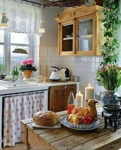 Home Decor Kitchen, Country Kitchen, Home Kitchens, Kitchen Dining, Cocina Shabby Chic, Sweet Home, Cottage Interiors, Küchen Design, Beautiful Kitchens