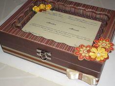 Caixa com convite de casamento